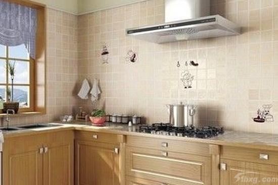 不锈钢台面的好处还是很多的,大家在选择整体厨房橱柜的时候,