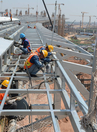 青岛新机场最新进展:a支廊不锈钢屋面接近完工