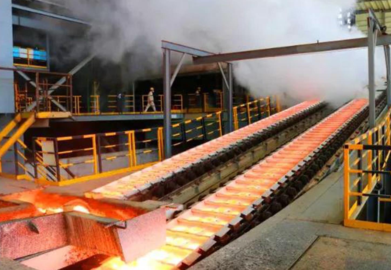 印尼纬达贝工业园雅石公司首台电炉成功出铁